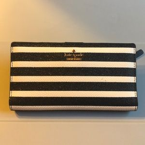 White and black stripped Kate spade wallet ❤️